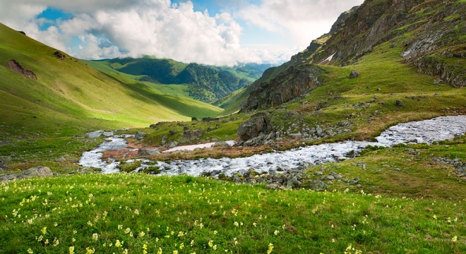 caucasus-mountains_79326562.jpg